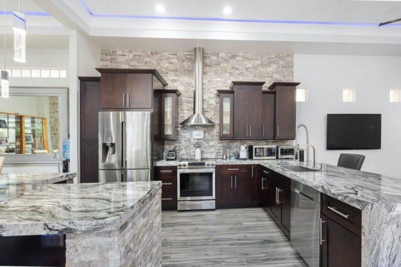 5 Best Classic Kitchen Design Layouts Using Luxury Kitchen Tiles